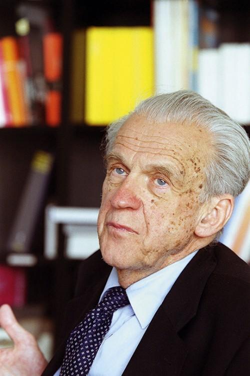 Walter Jens, emeritierter Rhetorik-Professor aus Tübingen, im Jahr 2003. (Foto: © epd-Bild)